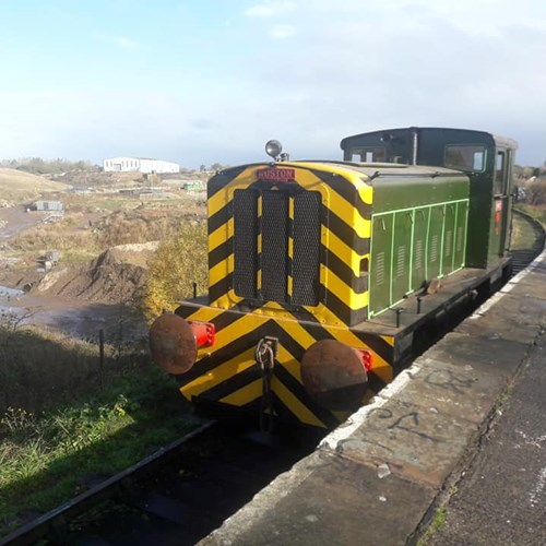"Loco Ruston ""Perky"" at Blackham's platform"